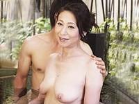 ダイスキ!人妻熟女動画 :親子水入らずの温泉旅行で五十路母と息子が後には戻れぬ母子交尾に溺れる!