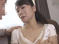 熟女ストレート:麻生まり 五十路の友母が息子の友達にマジ告白されて濃厚なベロチューに発展!