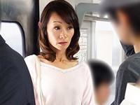 ダイスキ!人妻熟女動画 :電車で痴●にさわられ階段で犯され性欲に火がついた五十路マダム 庄司優喜江