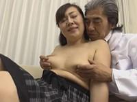 熟女ストレート:浦野明美 色気が半端無いぽっちゃり六十路おばさんが医師にハメられる!