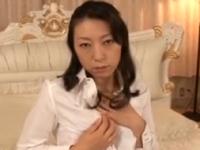 エロ動画アンテナ:熟女の誘うような目線がエロティシズム。淫らに喘ぐ艶めかしい表情。チ〇ポで激逝き、膣内へザーメンをおねだり、中出しファック!