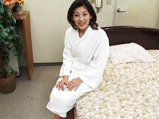 【無修正】刺激的なセックスに溺れる美人妻 沢村雪子
