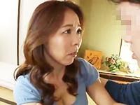 ダイスキ!人妻熟女動画 :「あなた、娘のカレシでしょ?」彼女よりも色っぽい四十路のお母さんをヤる! 矢吹京子