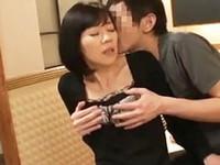 ダイスキ!人妻熟女動画 :間違えて予約してしまったラブホで一晩を過ごすことになった四十路母と息子 涼川ゆず希