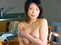 ダイスキ!人妻熟女動画 :息子の友人に弱みを握られ息子の前で犯される四十路母 三浦恵理子