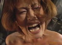 エロ動画アンテナ:縛って吊るして木馬責め!変態人妻が悲鳴を上げて泣き叫ぶ苛烈な性奴隷のガチイキ調教