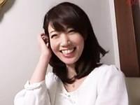 ダイスキ!人妻熟女動画 :「か、カワエエ〜」人を疑うことを知らないピュアな人妻を軟派、美白ボディをハメ撮ったった!