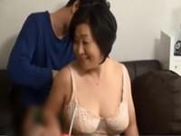動画検索 インモラル:熟女ナンパ これぞおばちゃん! 色白で爆乳のぽっちゃりの五十路の高齢の人妻を連れ込み、そのまま生ハメ中出し!