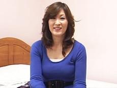 ダイスキ!人妻熟女動画 :【センズリ鑑賞】「凄い…フフフ」目の前でシゴかれ興奮しまくりの四十路妻