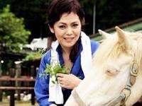 ダイスキ!人妻熟女動画 :田舎で馬の世話をする五十路未亡人のもとを訪れ一宿一飯&SEXの旅 多賀よしの