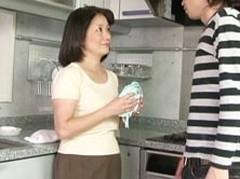 ダイスキ!人妻熟女動画 : 53歳のお母さんが溺愛する息子の竿で中出しされイカされる! 波木薫