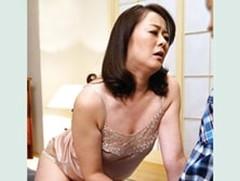 ダイスキ!人妻熟女動画 : 「突いてぇ〜!擦ってぇ〜!」四十路のムチムチ母さんが絶倫息子と中出しSEX! 栗野葉子