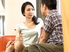 高齢人妻熟女動画 あっふ〜ん : 母の知り合いのオバサンと母に隠れてセックスしまくりの息子 秋月しずこ