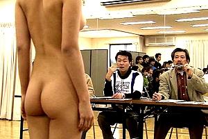 全裸の女を品定めする「クサレ外道」な大人たちがエロいwwwww