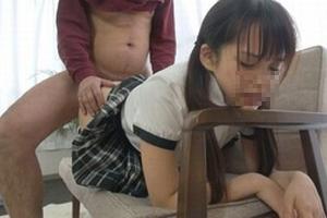 身長139cmAV女優のキツキツまんこに中出しによる大量精液投入するやつwww