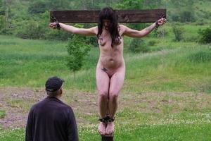 【※強烈】終身セクロスの刑・・・例の村に伝わる悲しき刑罰がこれwwww