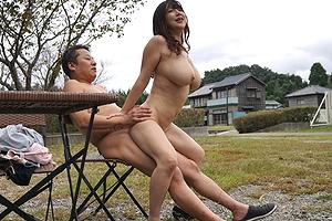 田舎で堂々とセクロス。今人気絶頂の爆乳Jカップ美女「優月まりな」に中出し