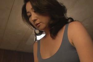 オスの匂いに我慢できずに息子と近親性交しちゃうおばさんの性欲を描いたセックス無料ドラマ
