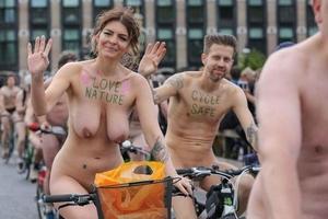 全裸で自転車に乗るロンドンの露出イベントがコレwwwwww