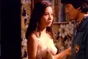 森下愛子のセックスして乳首晒してるシーン