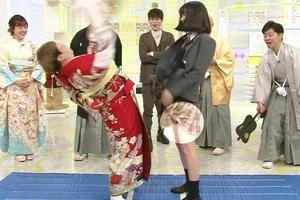 永野芽郁がミニスカ「べろん」とめくりパンチラ中身を水卜麻美アナに見せつけたおwwwwwww