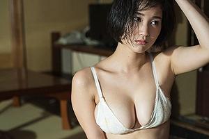出口亜梨沙が「巨乳すぎるリポーター」として話題wwwwすげえフェロモンで即セックスできるよな