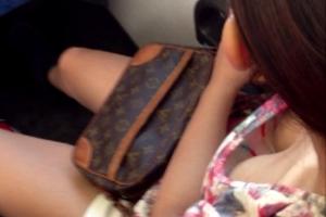 電車や新幹線で「胸チラ」しまくる女性をひたすら隠し撮りw