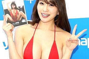 """""""エロすぎるグラビアアイドル""""森咲智美がソフマップでいろいろはみ出そうなドスケベ水着姿を見せてたぞ!"""