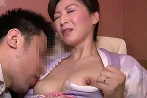 【無修正】おばさんのおまんこ好きサラリーマン、残業代で熟女ママとセックス