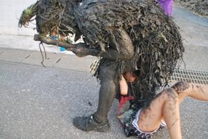 「エロ祭り」沖縄のお祭りがただ女の子を襲っているとしか見えないwwwww