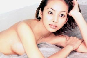 【厳選エロ画像41枚】神田うの おっぱいもパンチラもヌードで乳首もフルオープンお宝ダイジェスト【永久保存版】
