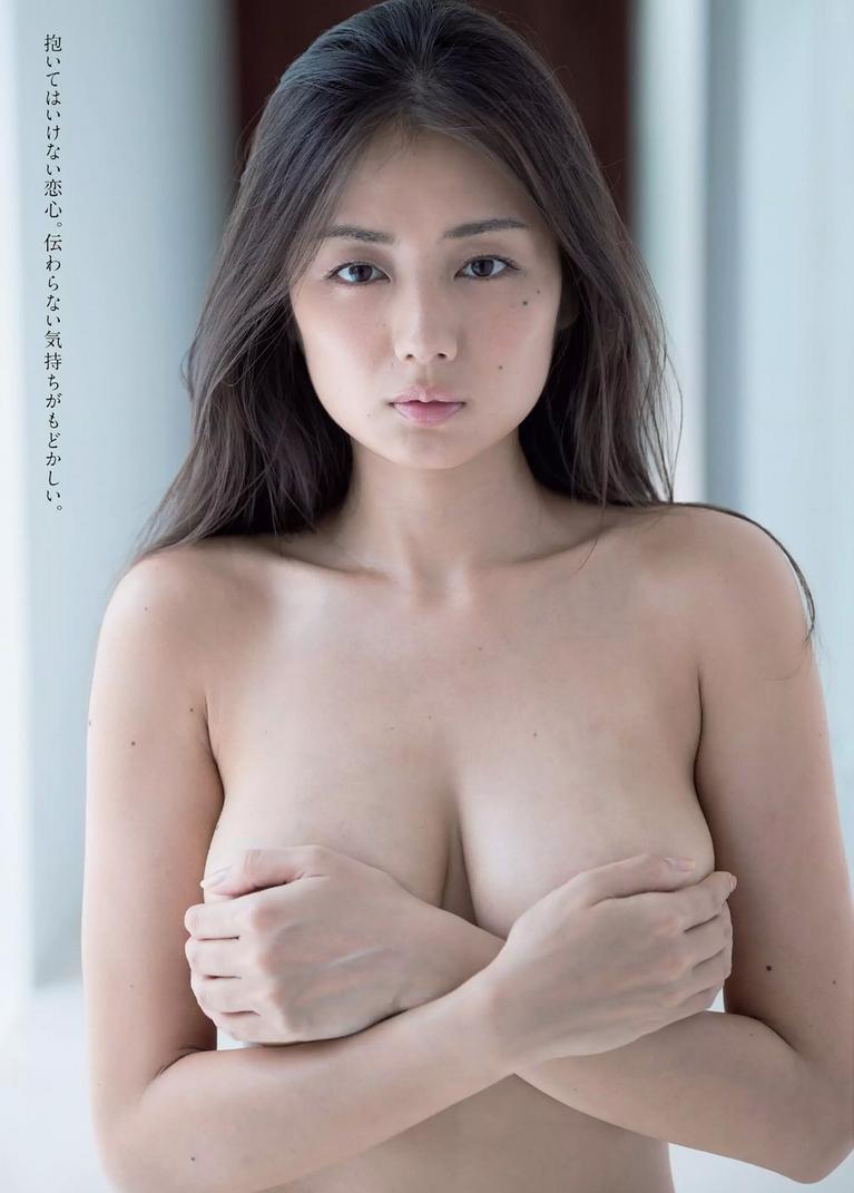 片山萌美のエロ画像
