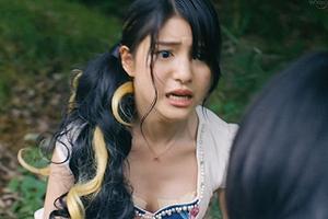川島海荷の乳首テープ丸見えでおっぱい丸出しした放送事故ww