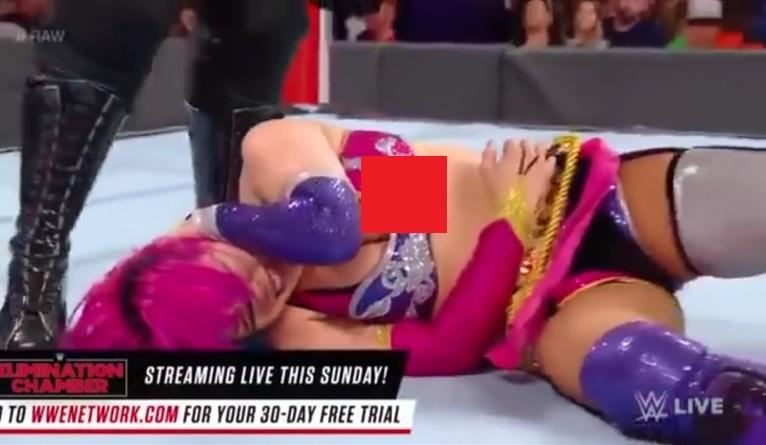 WWEのASUKA乳首ポロリのエロ画像