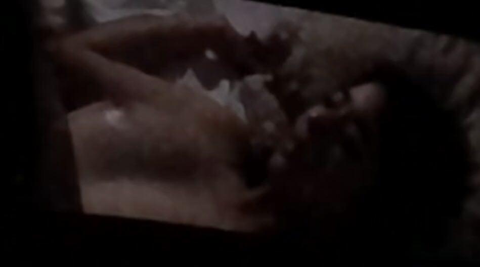 柳ゆり菜の濡れ場乳首の巨乳ヌード画像