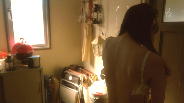 吉岡里帆が裸になるドラマのエロおっぱい画像