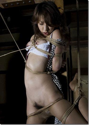 【SMエロ画像】股縄がなくても女陰ってエロいよね!って言うお股画像集(30枚)17