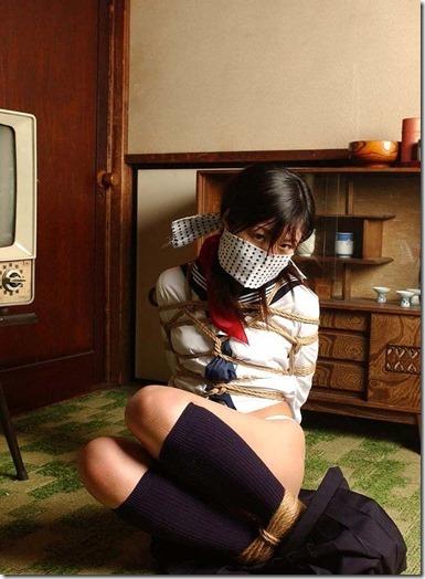 【昭和ロマン風緊縛股縄画像】股縄通せばエロさ3割増しの画像集13