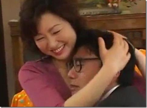 【里中亜矢子】家政婦とシタ!『私で良ければ甘えて下さい』お言葉に甘えてアラ還熟女と憂さ晴らしファック07