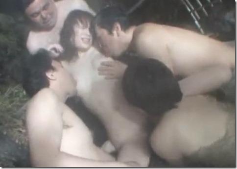 【星野あかり】露天風呂に一人・・と思ったら男が次々に。ヤバいと思った時にはもう・・・