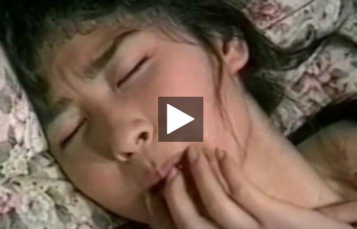 【昭和ロマン】絆創膏をマンコに貼って挿入を防ぐお姉さん、結局剥がされ入れられて、ぶっかけ精液美味しそうに舐めるを見に行く