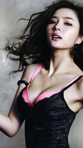 モデル女優、黒パンツ脱ぎ捨てお尻モロ出し☆プリンプリンのお尻、エッロwwwwww(※ムービーあり)