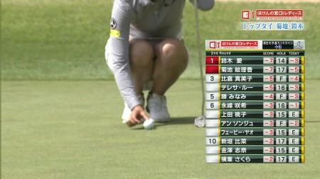 女子ゴルフ選手の純白パ○チラ&パツパツ乳エ□線画像(ほけんの窓口レディース編)