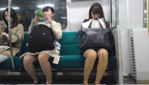電車対面にいい脚みつけると追いかけちゃう奴wwwwwww