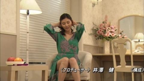 橋本マナミのスカートの中が丸見えパンモロハプニングキャプ。