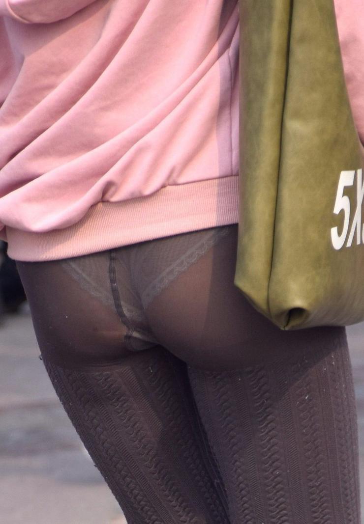 スパッツ・レギンスで外に出る事がいかに危険か分かる透けパンツ丸見え写真
