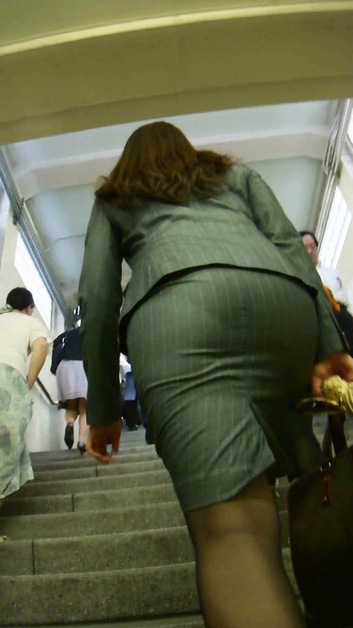 アダルト画像3次元 - パツパツのタイトスカートが男を誘っている様にしか見えないOLさん達の街撮りエロ画像