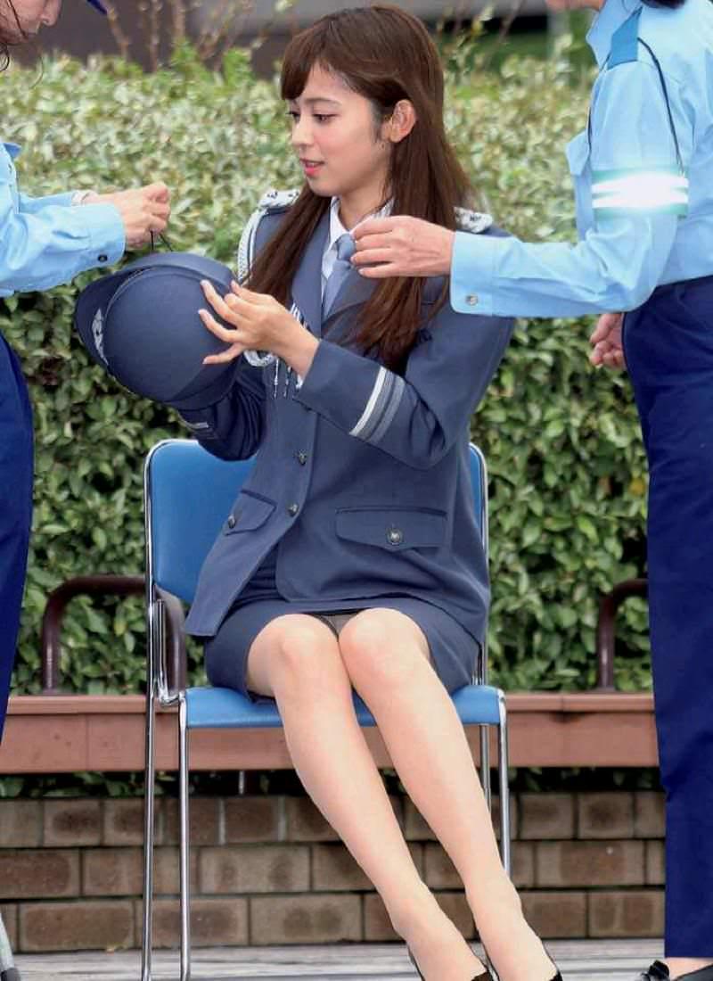 モデル出身の久慈暁子アナのパンチラ・水着グラビアがエロ過ぎる