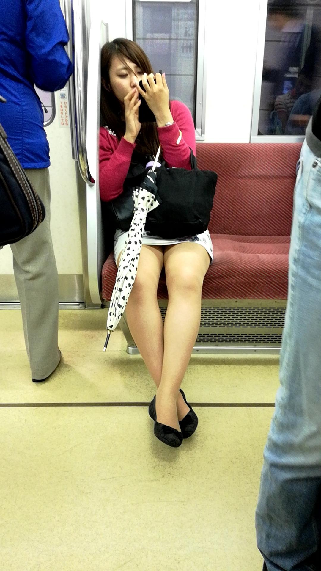 タイトスカートで座った時のパンチラ率の高さは異常