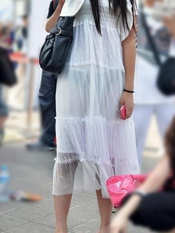 【エロ画像】こんな下着透け透けで歩いてる女がいたらビビる